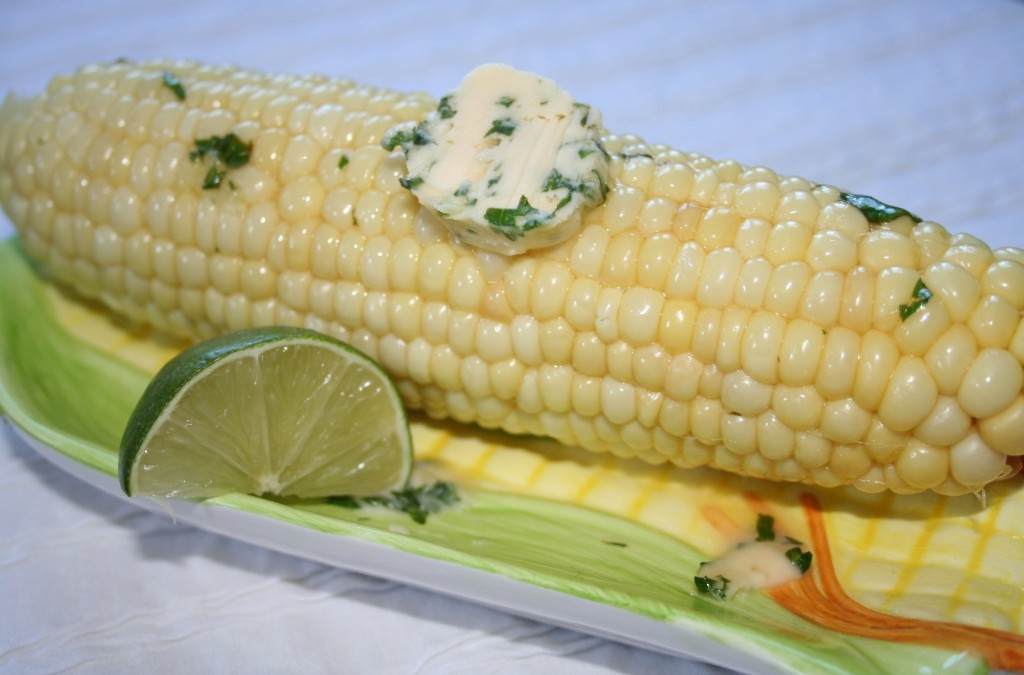 ears of corn on the cob, husks removed and cleaned (white corn is my ...